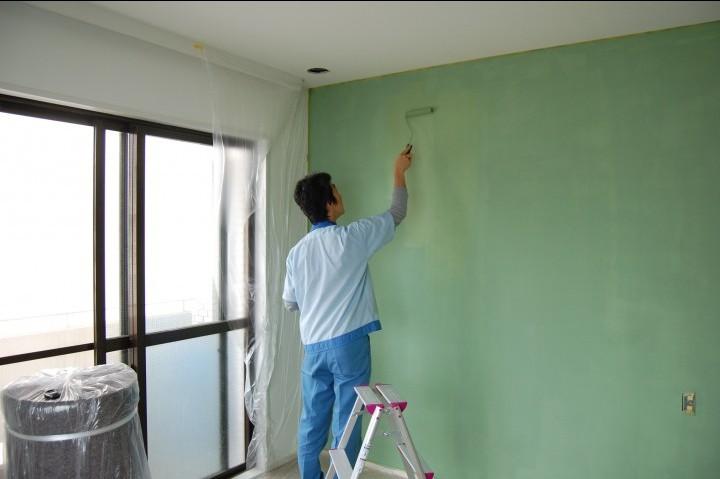 壁をご自身で塗ってみる