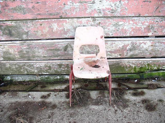 いつから人はイスに座るようになったのか?
